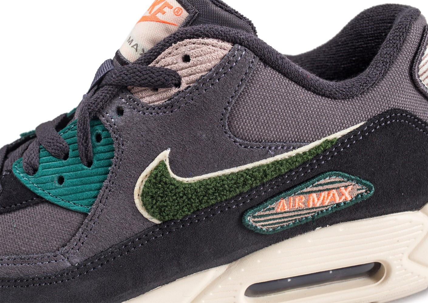 purchase cheap 75f81 d6964 ... Chaussures Nike Air Max 90 Premium SE grises vue dessus