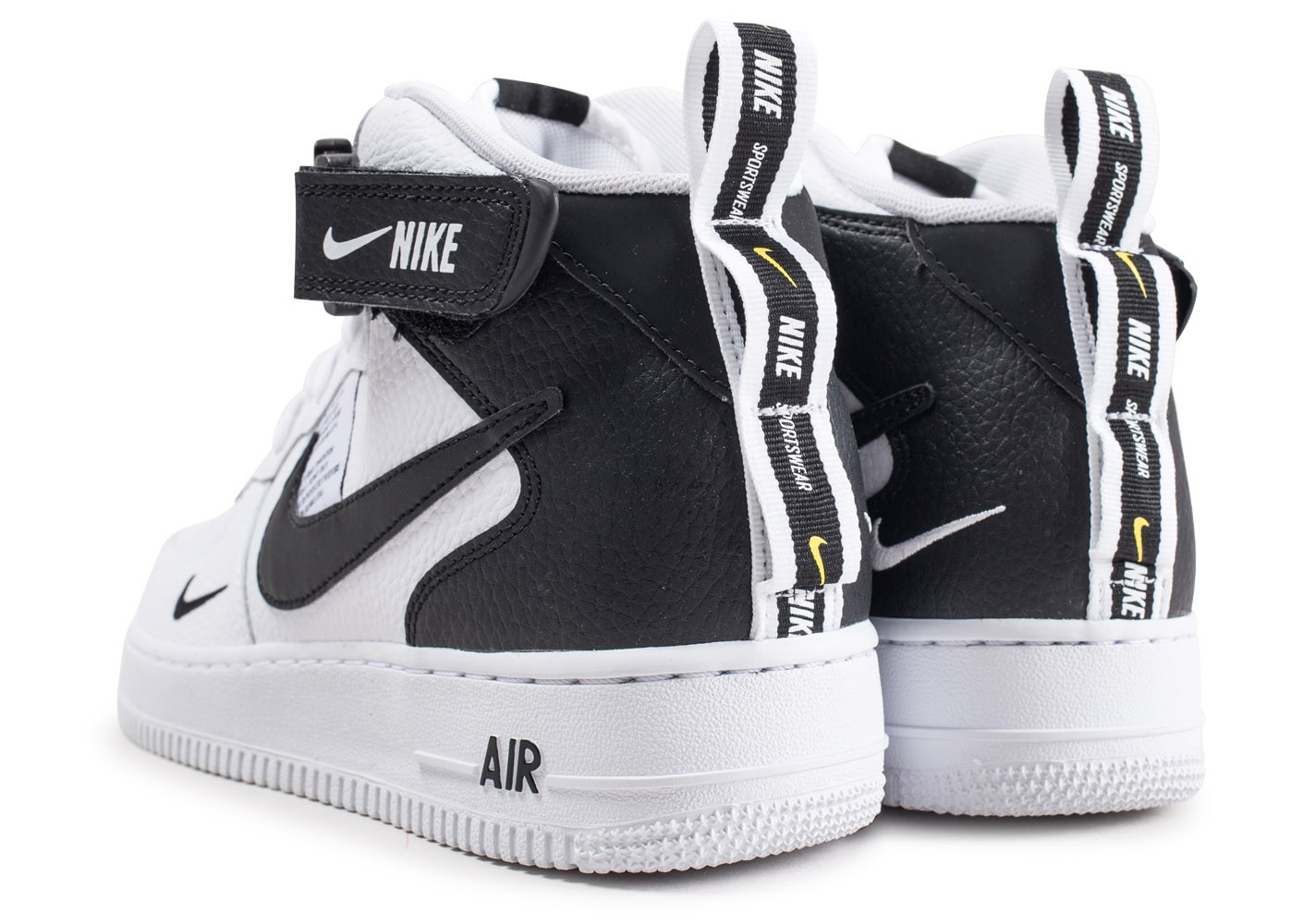 free shipping 2f3e2 8f564 ... Chaussures Nike Air Force 1 Mid 07 LV8 Utility blanche et noire vue  dessous ...