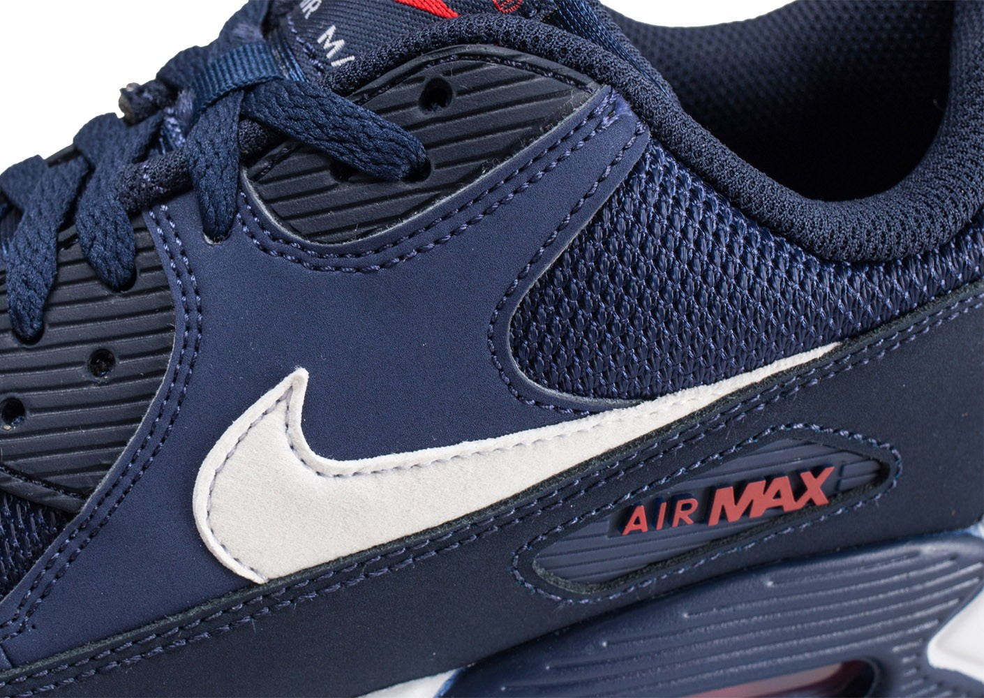 buy popular 89156 49838 ... Chaussures Nike Air Max 90 Essential bleue et blanche vue dessus