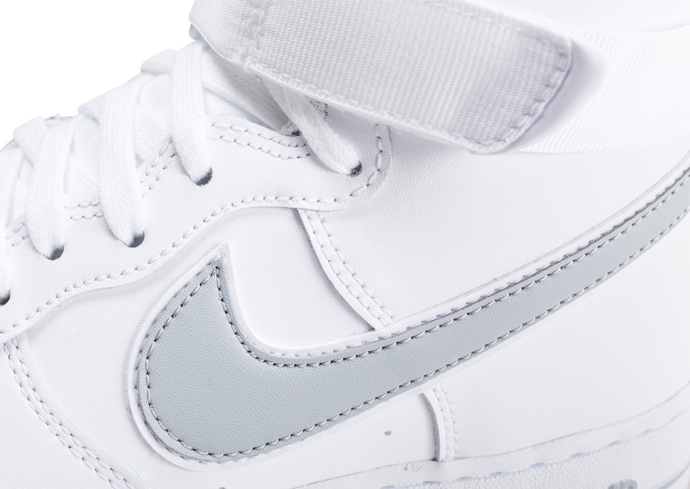 2ab55b7256b376 Nike Air Force 1 High blanche et argent - Chaussures Baskets homme ...
