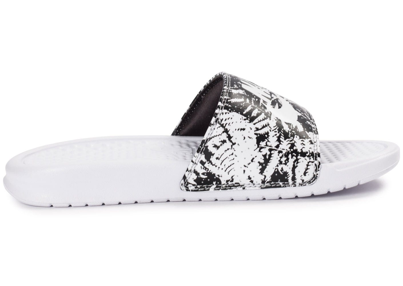 newest collection 5ea5f f94ba ... Chaussures Nike Benassi Just Do It print blanche vue dessous ...