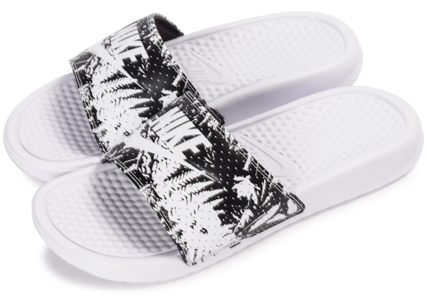 nike benassi just do it print blanche chaussures chaussures chausport. Black Bedroom Furniture Sets. Home Design Ideas