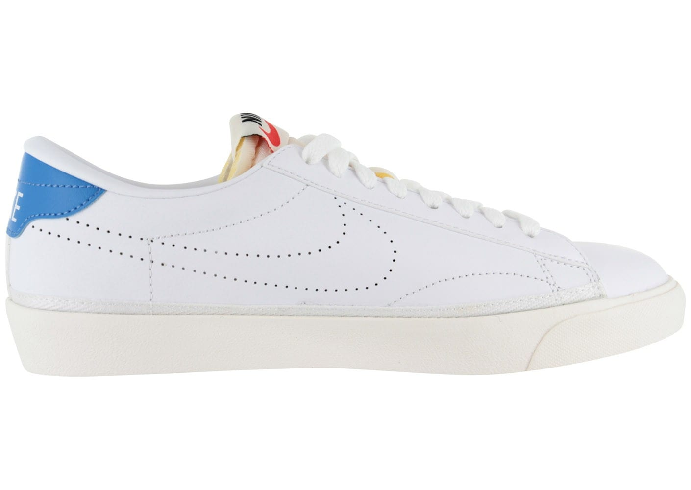 Nike Baskets Tennis Classic Blanche Chaussures Baskets Nike Homme Chausport a33acb