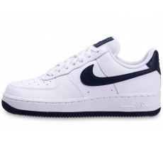 Chaussures Nike Air Force 1 07 blanche et bleue femme