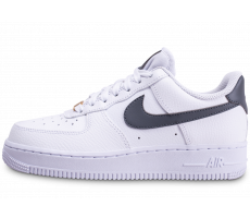 Chaussures Nike Air Force 1'07 blanche grise et or femme