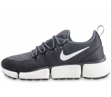 Chaussures Nike Pocket Fly DM noire et blanche