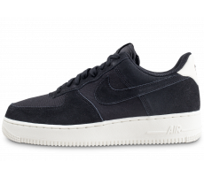 Chaussures Nike Air Force 1 '07 Suede noire