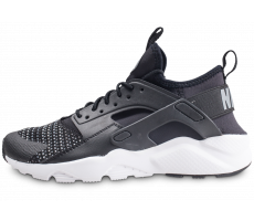 huge selection of 4740e 6aa31 Chaussures Nike Air Huarache Run Ultra SE noire et blanche junior