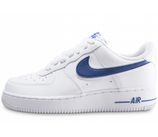 Chaussures Nike Air Force 1 '07 blanche et bleue marine