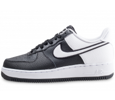 Chaussures Nike Air Force 1 '07 LV8 noire et blanche