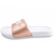 Chaussures Nike Sandales Benassi JDI blanches et bronzes